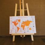 Photo du plan de table mariage format carte du monde
